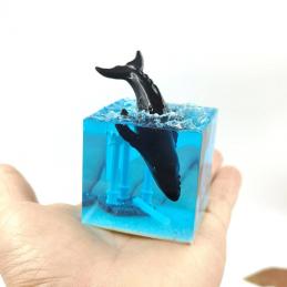 Whale resin artwork, free...