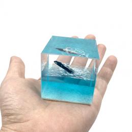 Whale luminous resin...